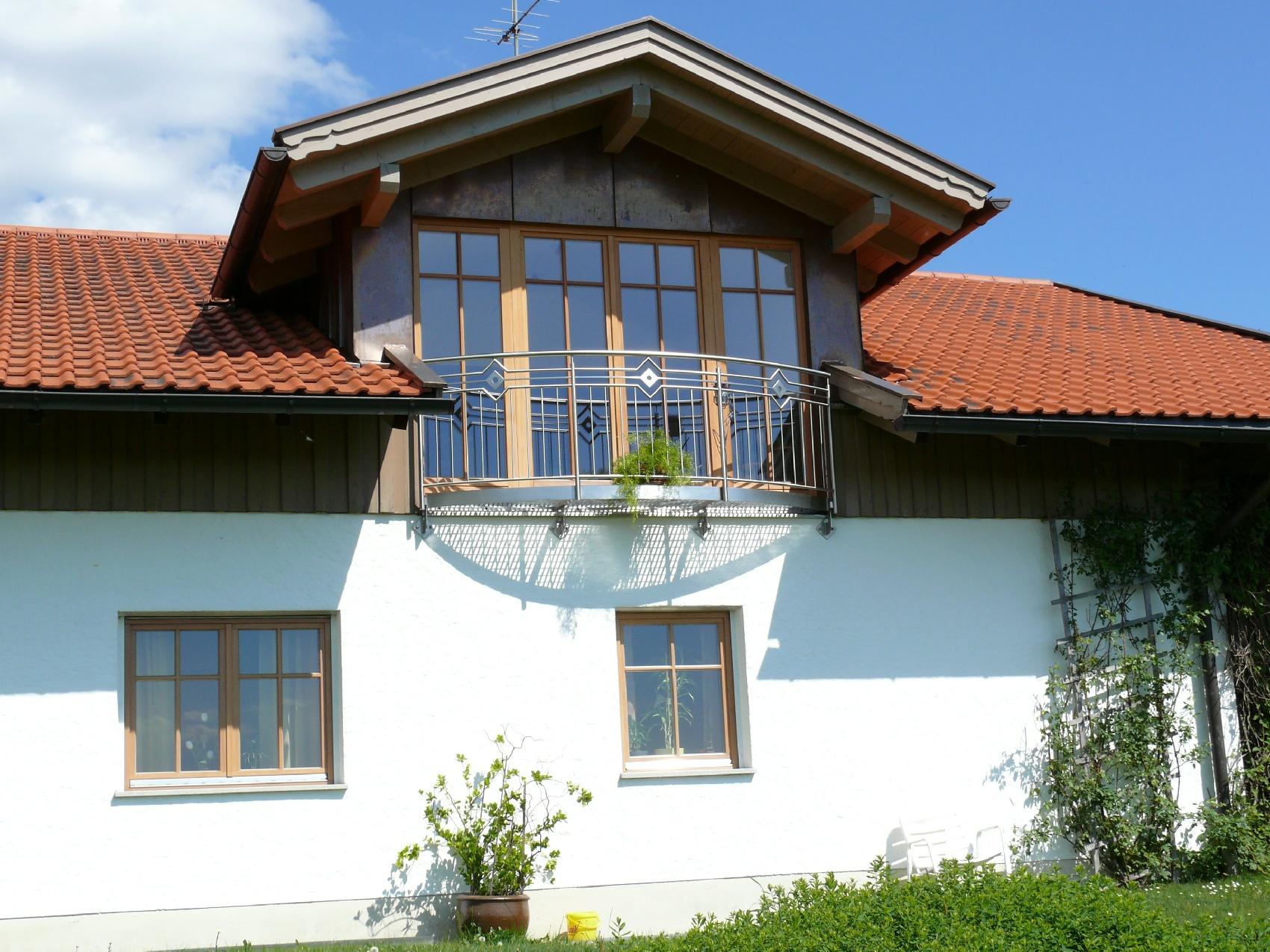 dachgauben aus der zimmerei im bayerischen wald zimmerei dachdeckerei parockinger. Black Bedroom Furniture Sets. Home Design Ideas